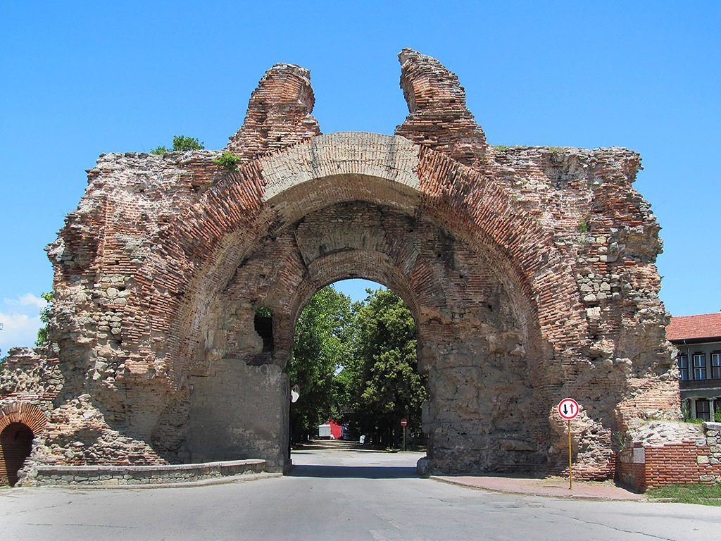 Hisarya -  main entrance of the fortress - The Camels