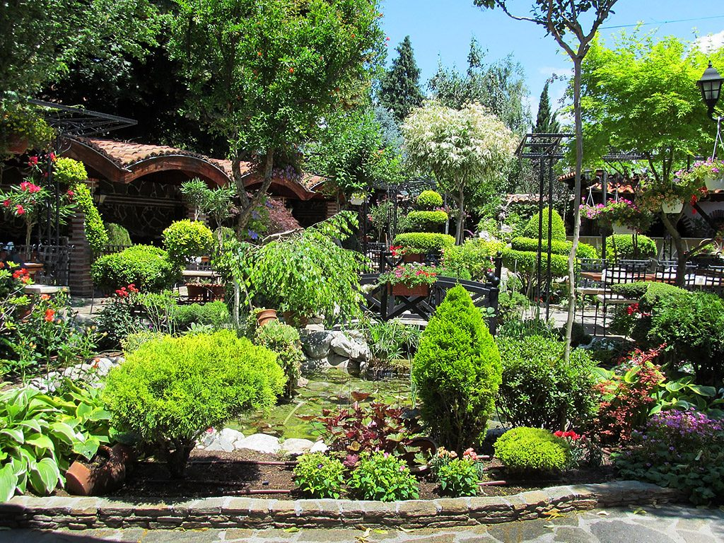 Hisarya - restaurant garden